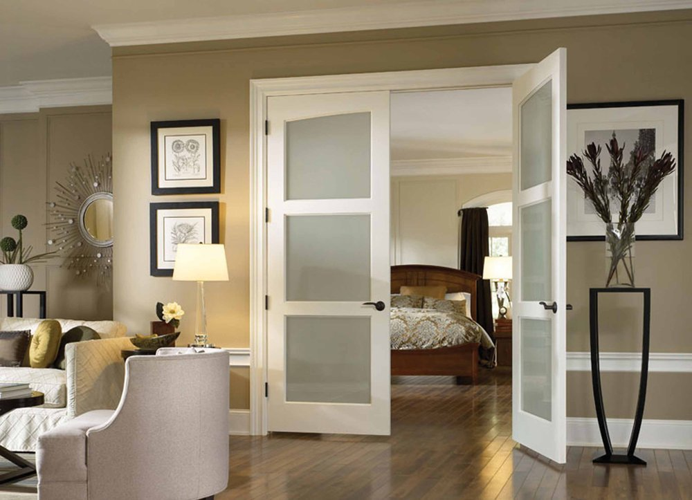 классический интерьер с дверью